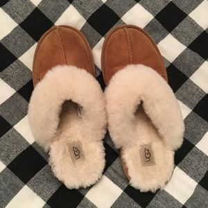 Ugg slipper gently used